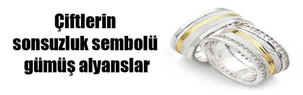 Çiftlerin sonsuzluk sembolü gümüş alyanslar