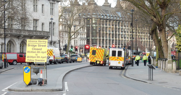 İngiltere, Londra'ya seyahati tartışıyor