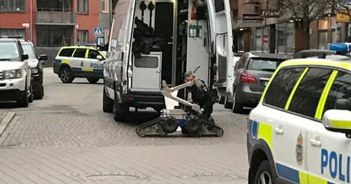 İsveç'te şüpheli paket alarmı!.. Cadde trafiğe kapatıldı!