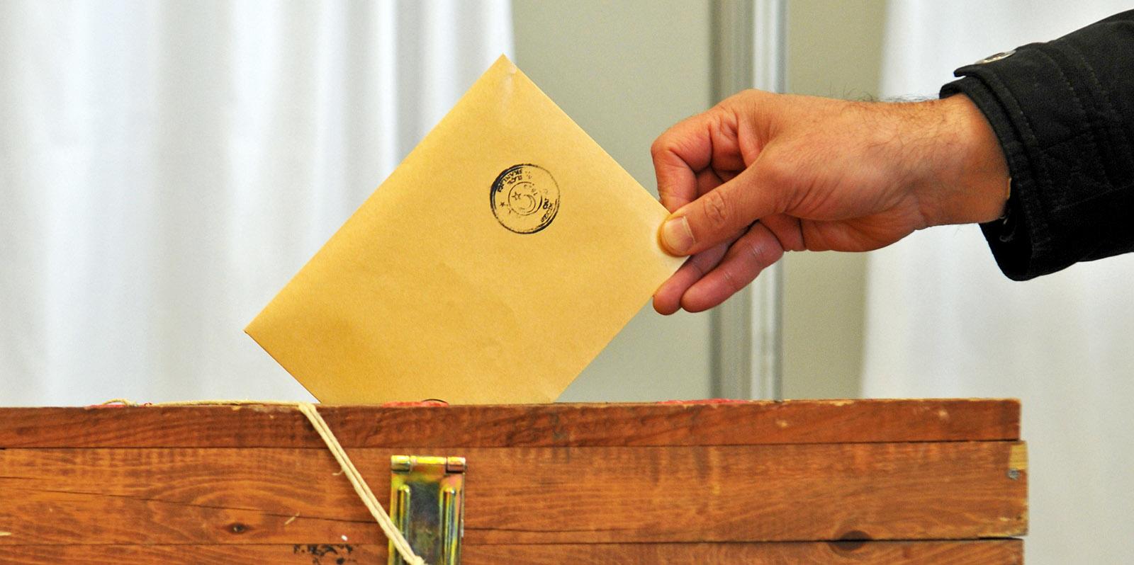 Eski kimliklerle oy kullanılamayacağı haberi yalanlandı