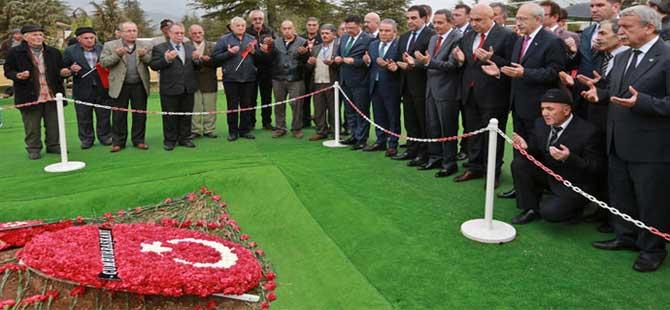Kılıçdaroğlu Demirel'in mezarını ziyaret etti