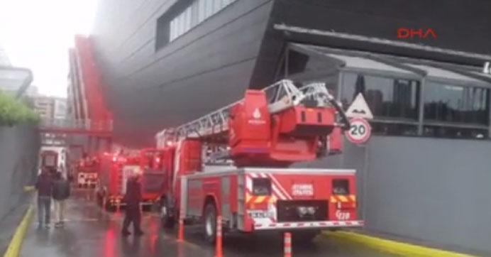 İstanbul'da AVM'de yangın alarmı
