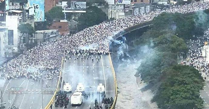 Maduro karşıtı gösteriler ikinci gününde