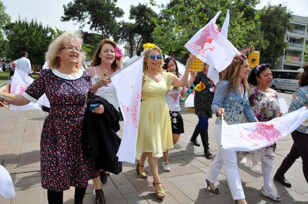 Antalya'da kadınlar çiçek açtı