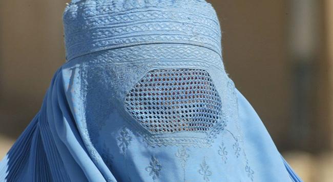 Almanya'da burka ve nikap kamuda yasaklandı