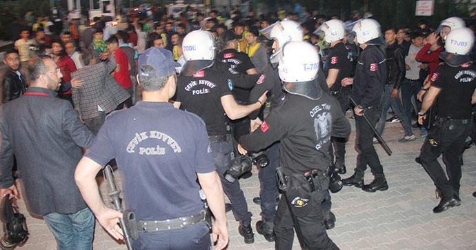 Maç sonrası polise taş atan gruba müdahale