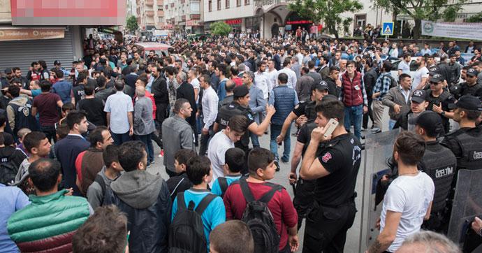 Sultangazi'deki olayda öldürülen gencin cenazesinde gerginlik