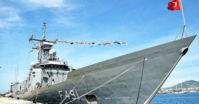 Savaş gemileri Bodrum'da ziyarete açıldı