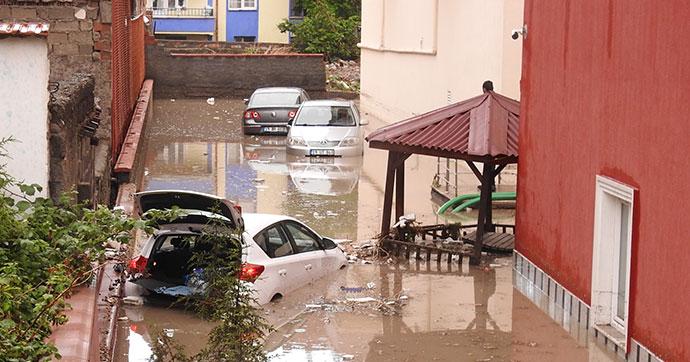 Çorum'da şiddetli yağış hayatı felç etti
