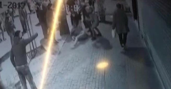 Bağcılar'da kadına sopalı saldırı