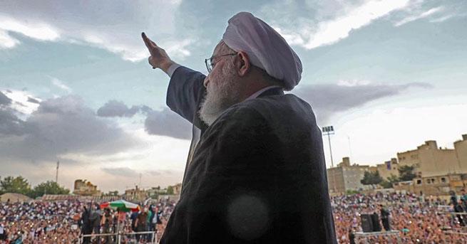 İran 'Ruhani'yle yola devam' dedi