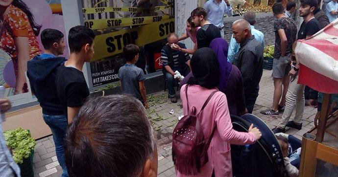 Zabıtalar seyyar satıcıyı dövdü iddiası