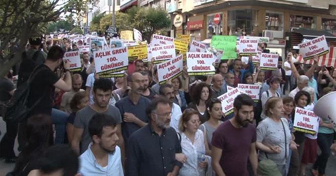 Kadıköy'de Gülmen ve Özakça'ya destek eylemi