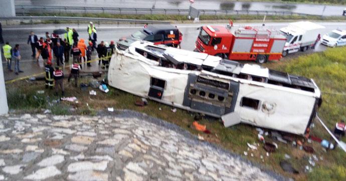 Yolcu otobüsü köprüden uçtu!.. Çok sayıda yaralı var!