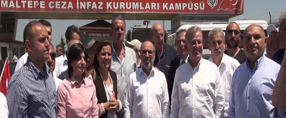 CHP'li 12 vekilden Berberoğlu'na ziyaret