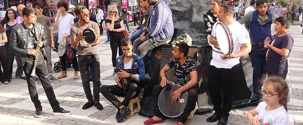 Sokak müziğinde ilçe farkı