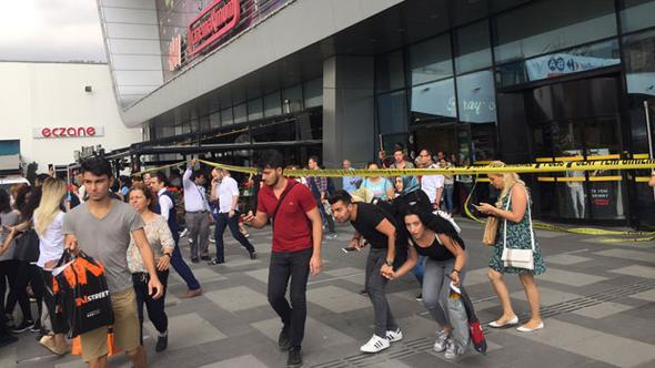 İstanbul'daki AVM'ye bomba ihbarı!