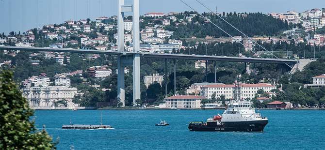 Rus arama-kurtarma gemisi İstanbul Boğazı'ndan geçti