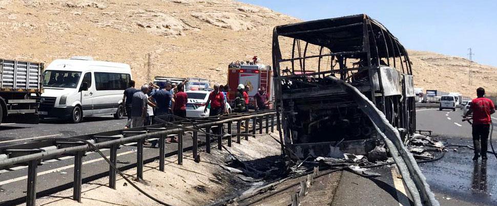Yolcu otobüsünde yangın çıktı!.. Çok sayıda yaralı var!