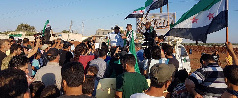 Azez'de sivillere top ve havanla saldırı