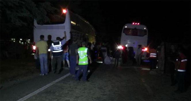 Isparta'da otobüs traktörü ikiye böldü