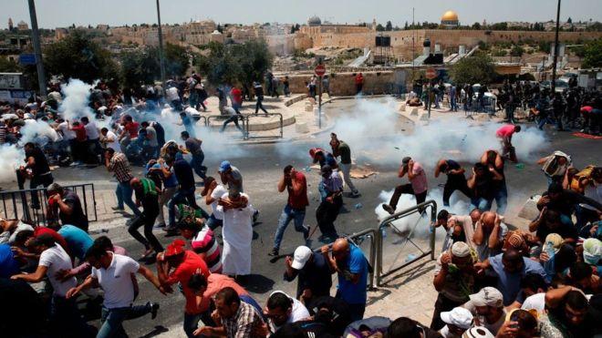Kudüs'te 'Öfke Günü'nde çatışmalar: 50 yaş altı erkekler Mescid-i Aksa'ya alınmadı