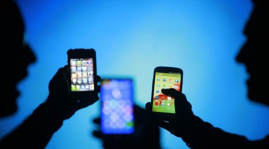Yurt dışından cep telefonu üç yılda bir getirilecek