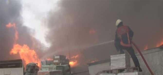 İstanbul'da yapı markette yangın!