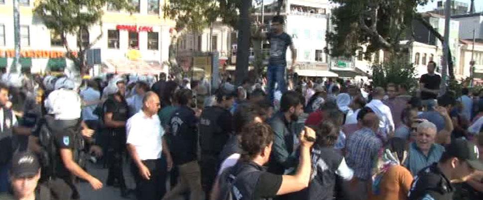 Kadıköy'de HDP'liler ile polis arasında gerginlik