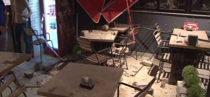 Beşkitaş'ta korku dolu anlar!.. Tarihi binadan taş yağdı