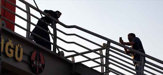 Polis gazeteci gibi yaklaşarak kurtardı