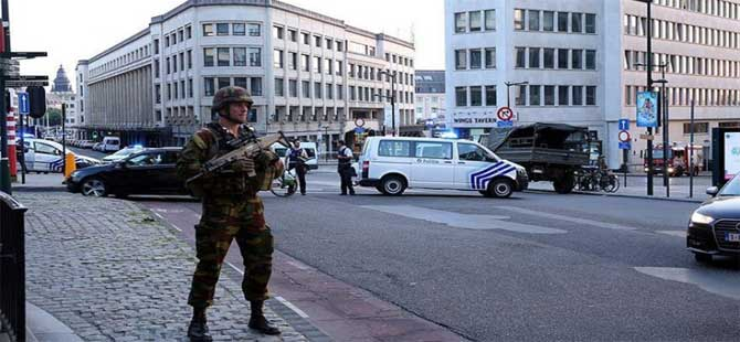 Brüksel'de bomba paniği