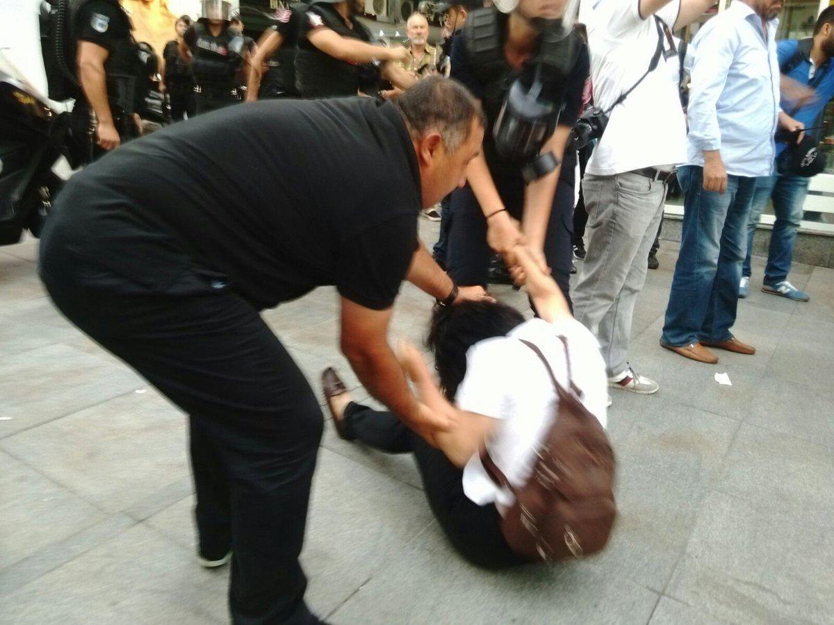 Kadıköy'deki Nuriye ve Semih eylemine müdahale: Çok sayıda gözaltı var