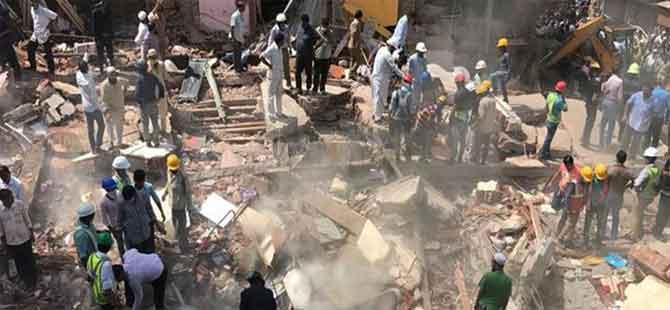 Hindistan'da bina çöktü: 7 ölü, 16 yaralı