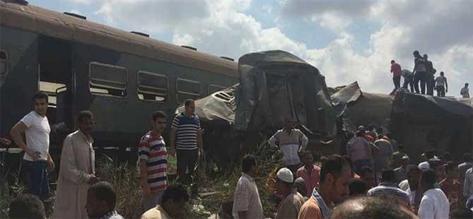 İki tren kafa kafaya çarpıştı: Çok sayıda ölü var