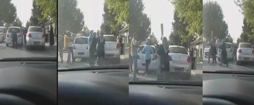 Kadın sürücü, trafikte tartıştığı erkek sürücüye plakayla saldırdı