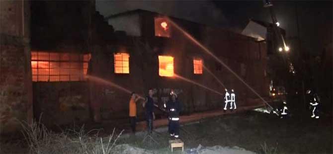 Arnavutköy'de fabrika yangını…
