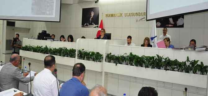 İzmir'de içkili bölgeler AKP'yi böldü