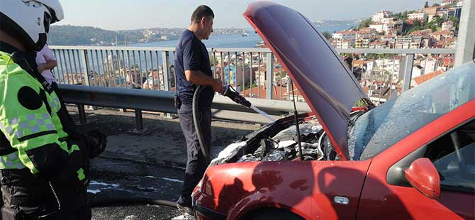 İstanbul trafiğini aksatan yangın
