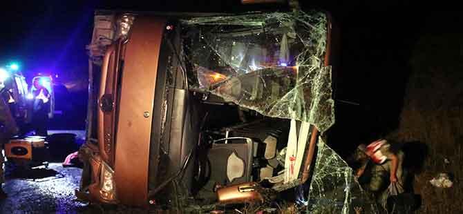 Yolcu otobüsü devrildi!.. Ölü ve yaralılar var