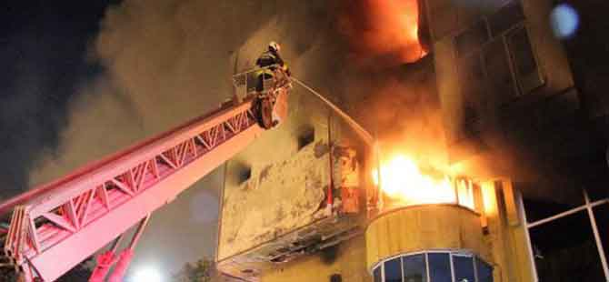 380 iş yerinin bulunduğu handa yangın çıktı