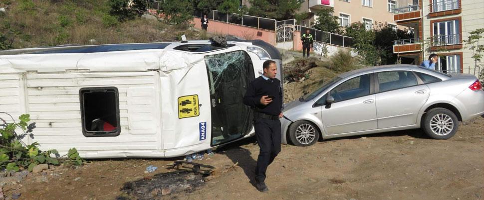 İstanbul'da okul servisi kaza yaptı!