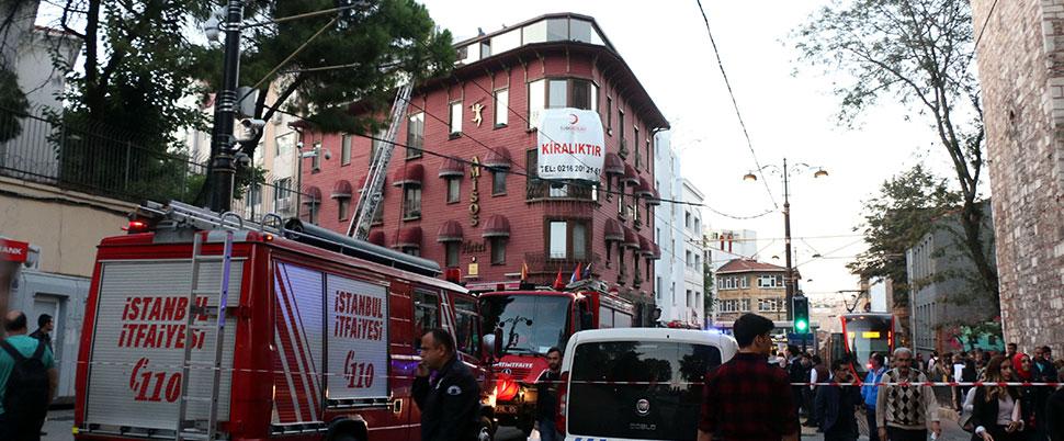 Gülhane'de otelin çatısında yangın…