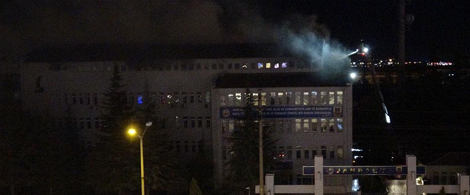 Jandarma Komutanlığı'nın çatı katında yangın çıktı
