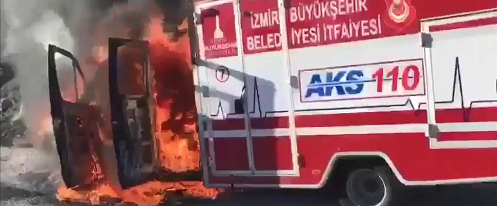 İtfaiye ambulansı seyir halinde alev aldı