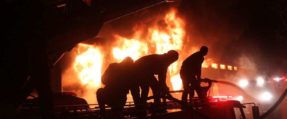 Korkutan fabrika yangını!