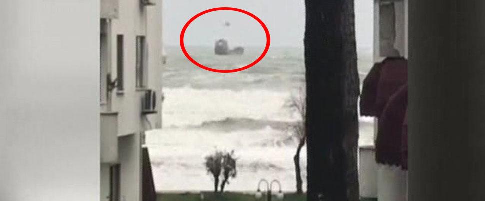 Rus bandıralı gemi, fırtınaya kapıldı! Mürettebat kurtarıldı