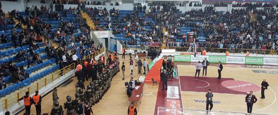 Trabzonspor – Fenerbahçe maçında 'OLAY'