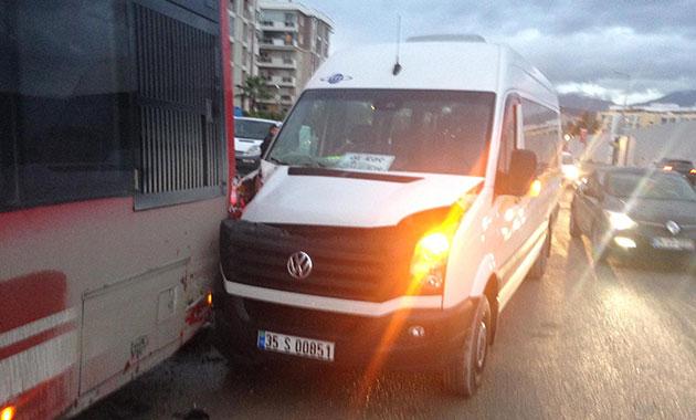 Sürücüsü kalp krizi geçiren minibüs belediye otobüsüne çarptı, 1 ölü