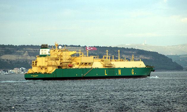 Doğalgaz tankeri Çanakkale Boğazı'nı kapattı